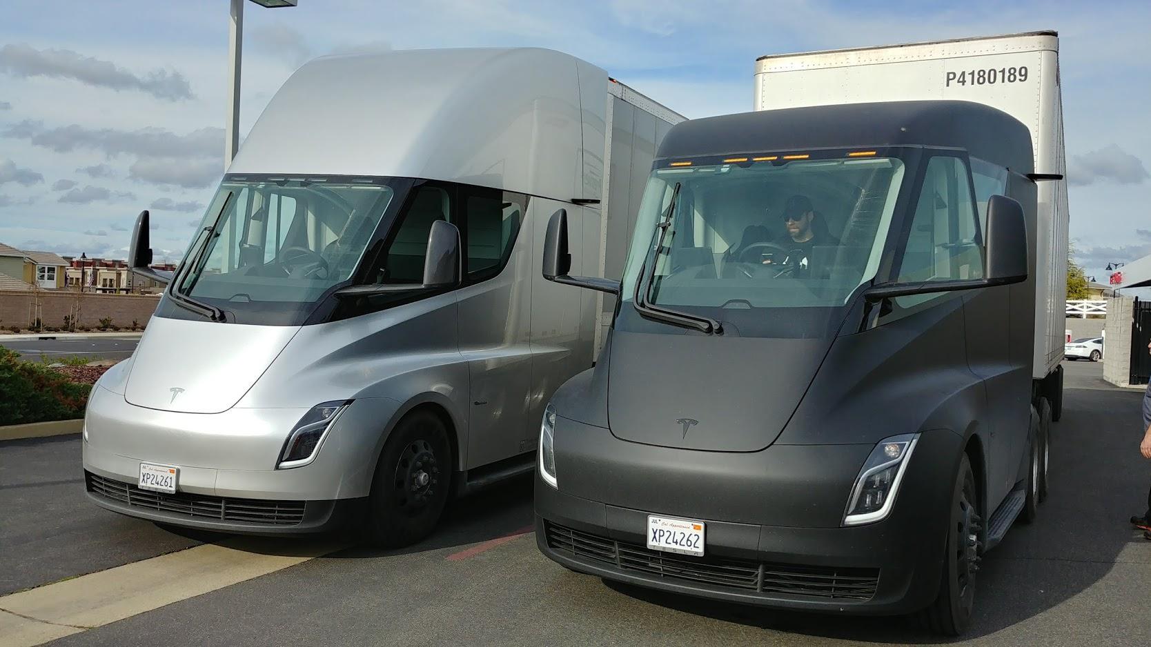 Tesla Semi на дороге